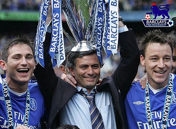 Jose Mourinho resting the 2007 Premier League trophy on his head with Chelsea football players Frank Lampard and John Terry